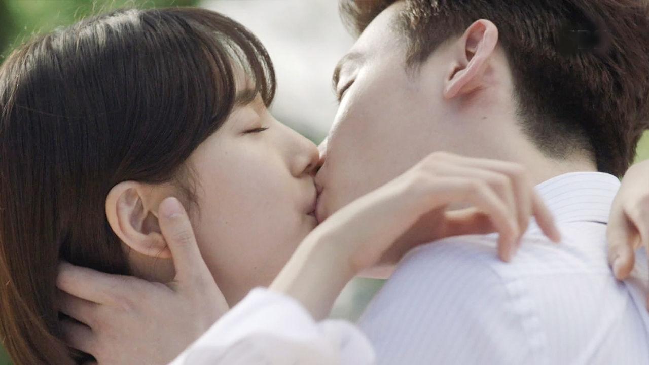 이종석배수지, 서로를 위로하는 로맨틱 키스!