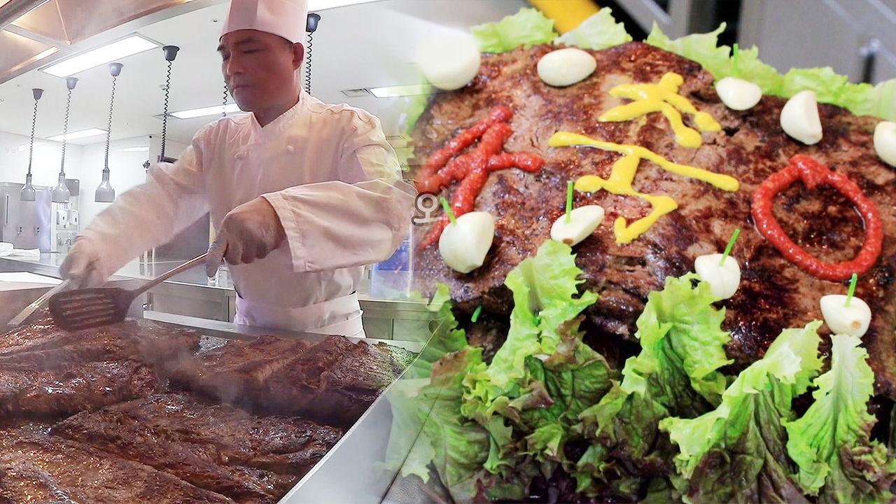 김건모, 정성을 다해 완성한 의문의 초대형 스테이크 케이크