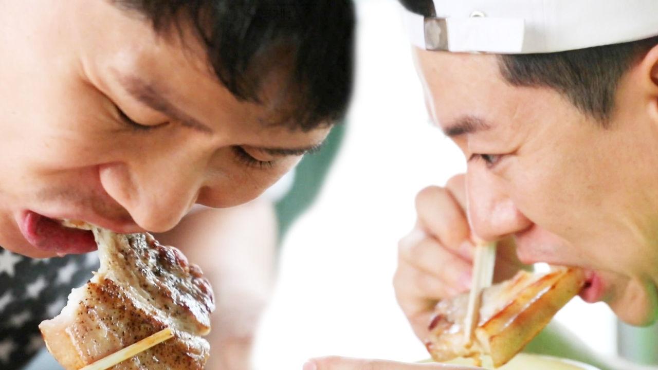 입으로 삼겹살을 뜯는 양형제의 '고품격(?) 먹방'
