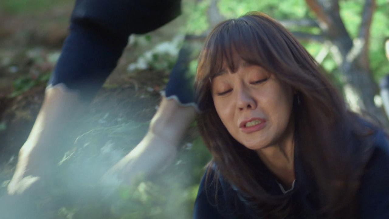 김윤진, 딸이 묻힌 곳 파헤치며 '오열'