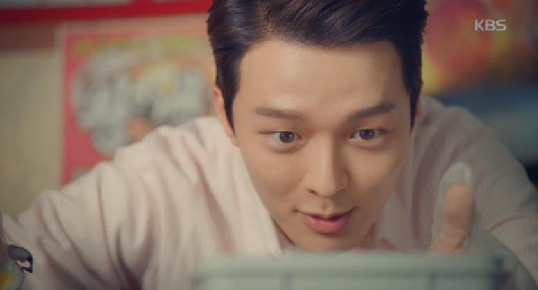 Q. 대학 가면 김밥 데이트 시켜주는 장기용 같은 선배 있나요? A. ……