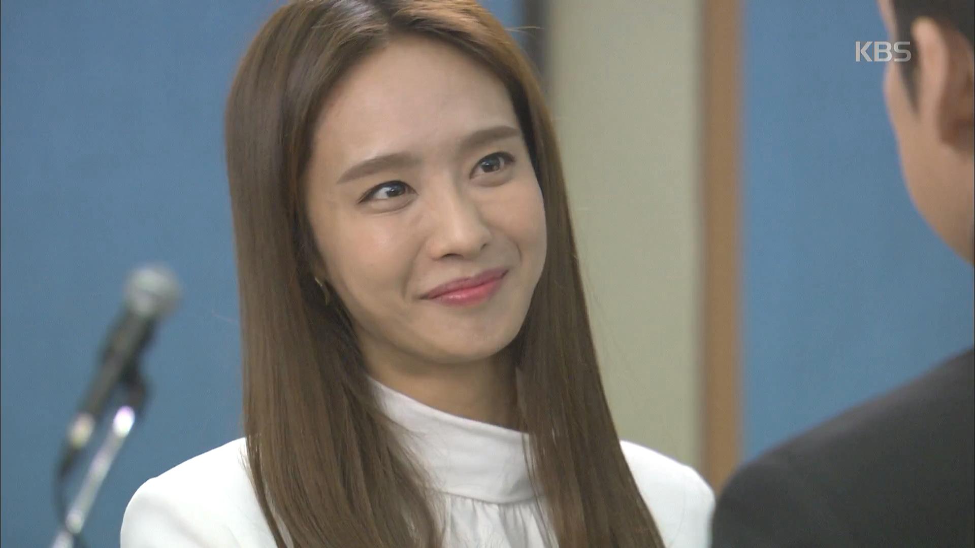 박정아, 박철호 주식 증여로 대주주이사로 승진.